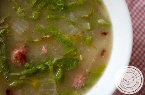 Caldo de Mandioca com Couve e Linguiça - uma sopa deliciosa para fazer no inverno e para festa junina!