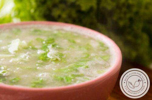 Receita de Sopa de Alface com Mandioca - um prato quentinho para um dia chuvoso e frio.